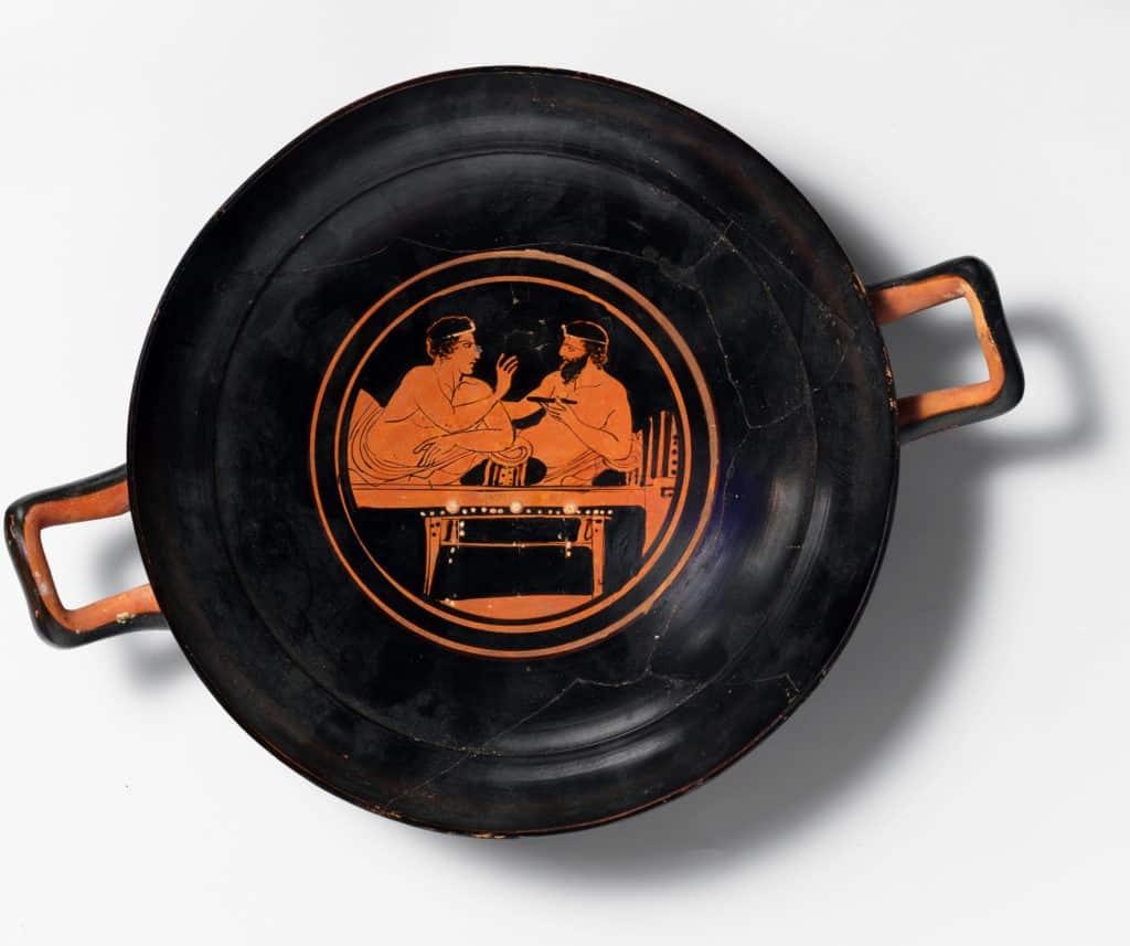 Trinkgeschirr (kylix) um 430 v. Chr. Ein junger und älterer Mann beim Symposion.