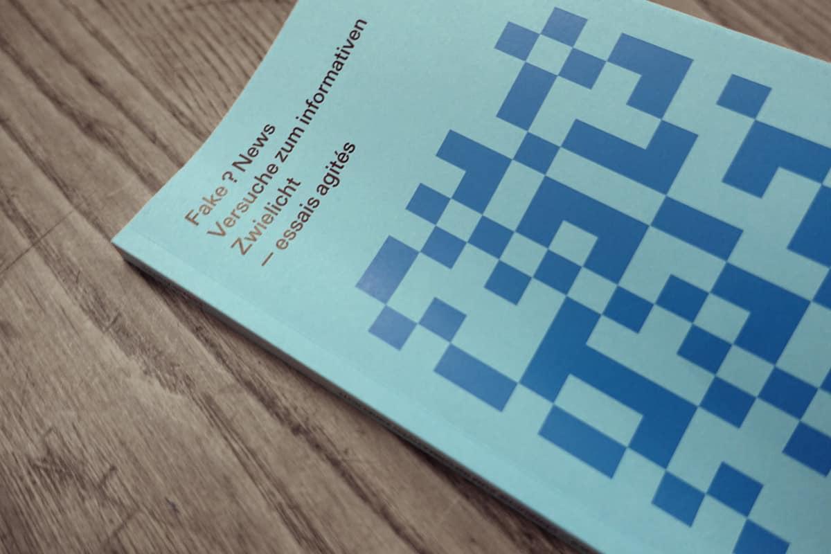 Zingg, Martin; Mazenauer, Beat (Hrsg.). 2019. Fake ? News Versuche zum informativen Zwielicht. Bern