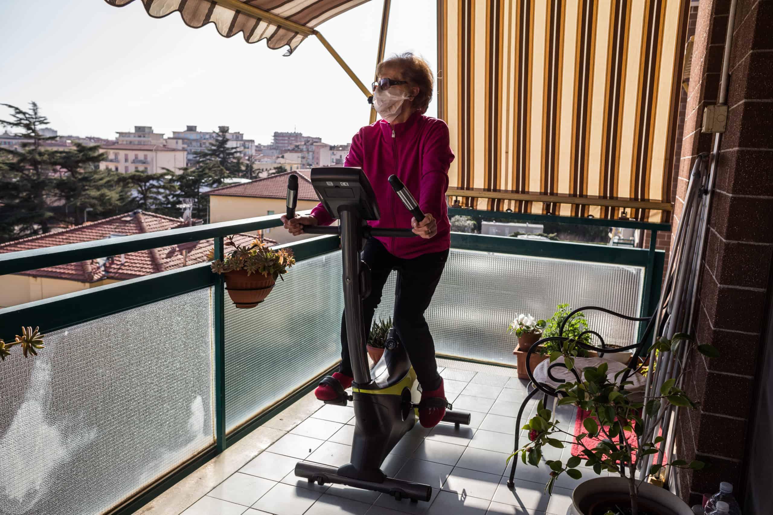 Stefania fährt Rad (© Giacomo Sini).