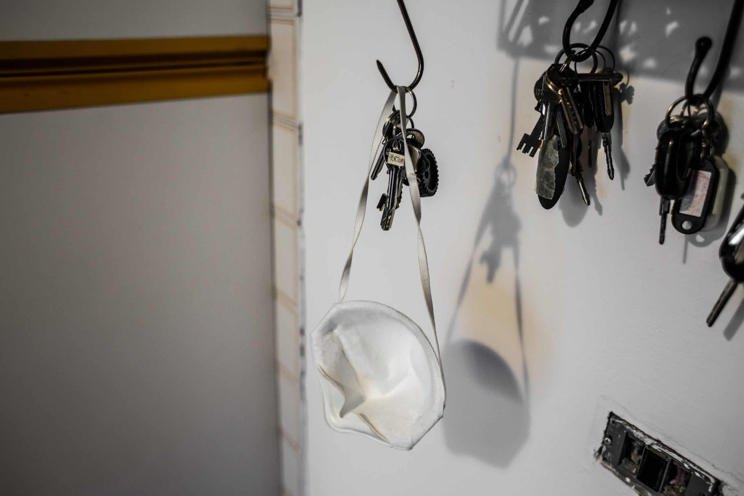 Niemand verlässt das Haus ohne Maske (© Giacomo Sini)