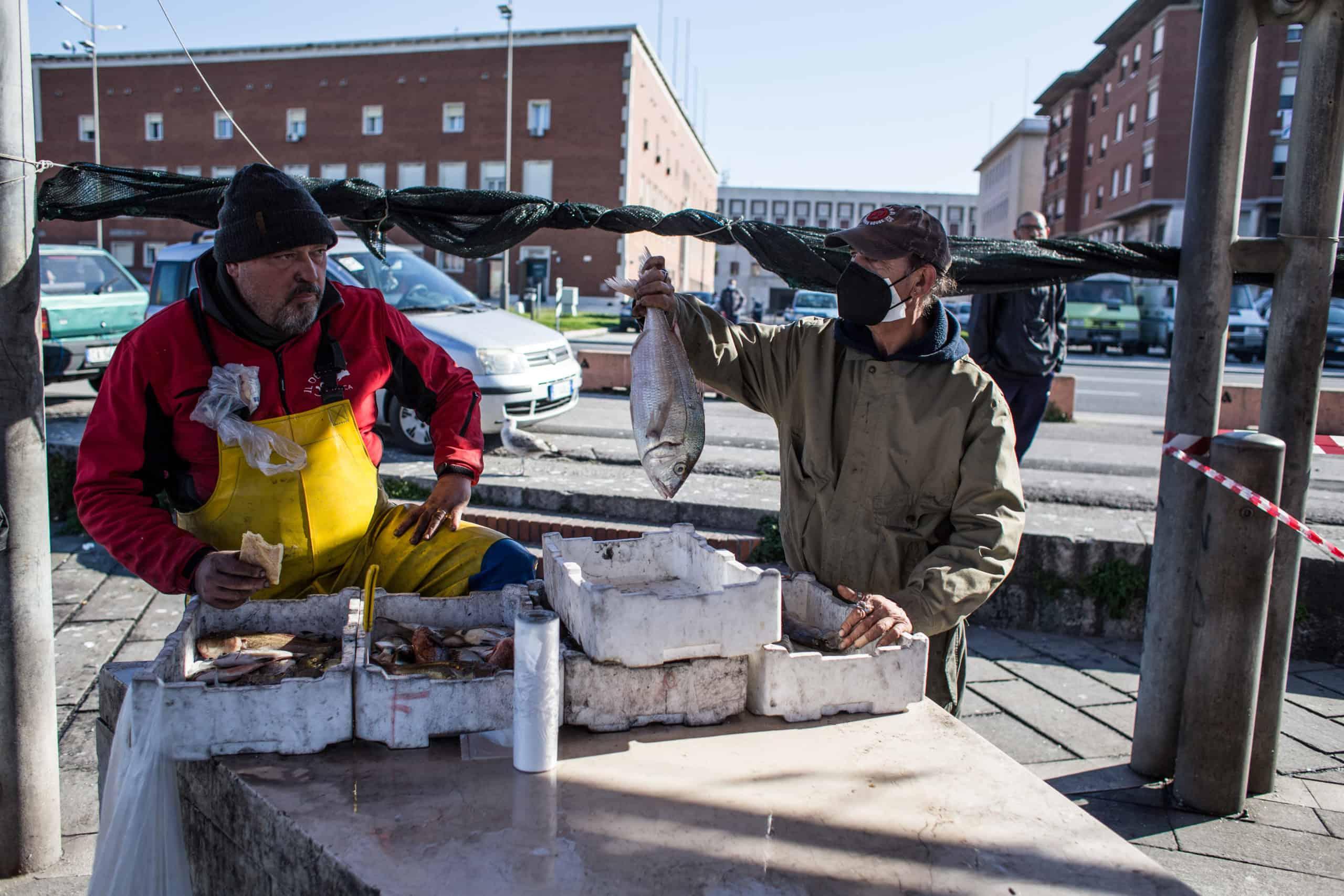 Fischhändler in Livorno (© Giacomo Sini)