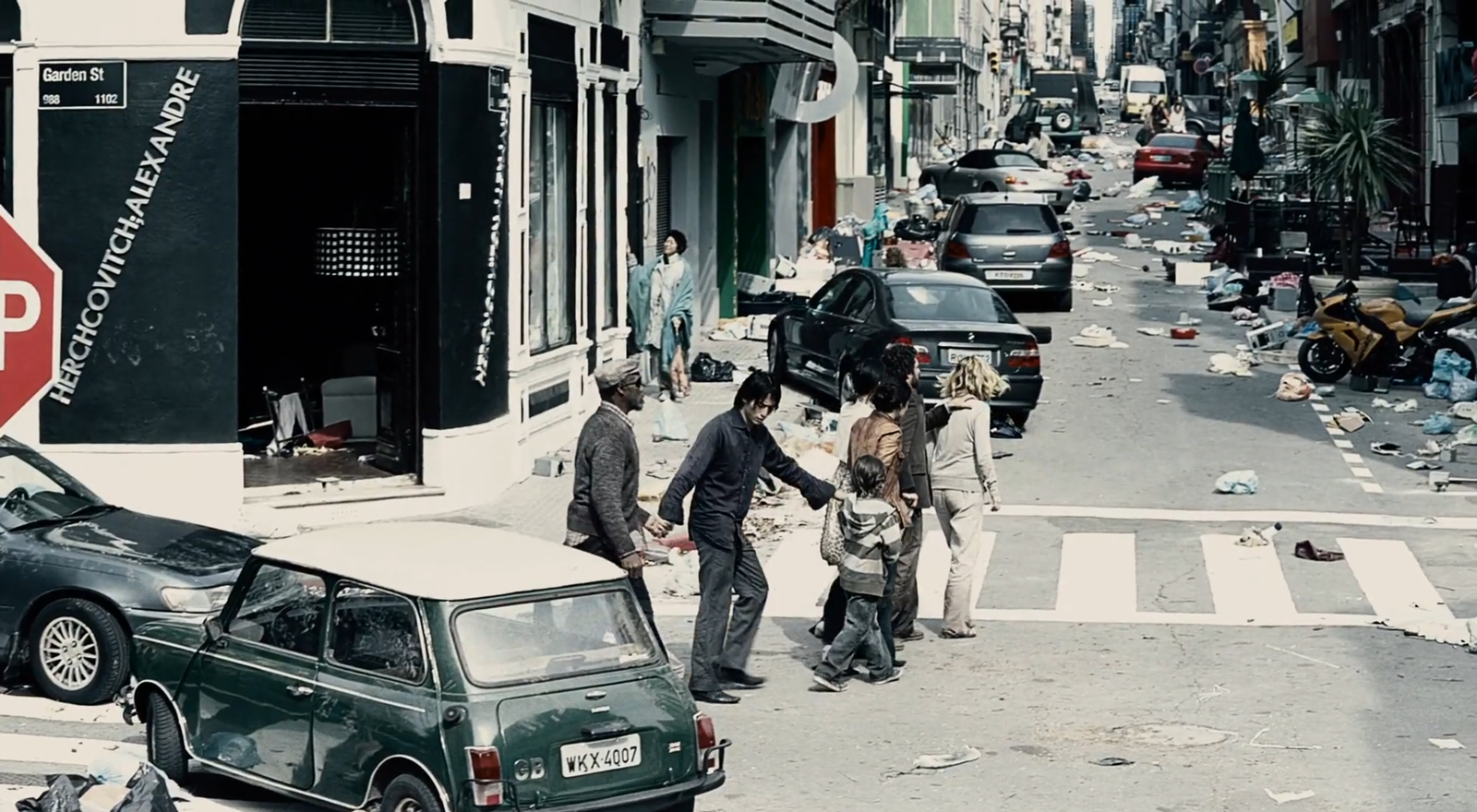 Flucht aus dem Lager in eine staatenlose Welt. Filmstill aus Blindness (Meirelles 2008).