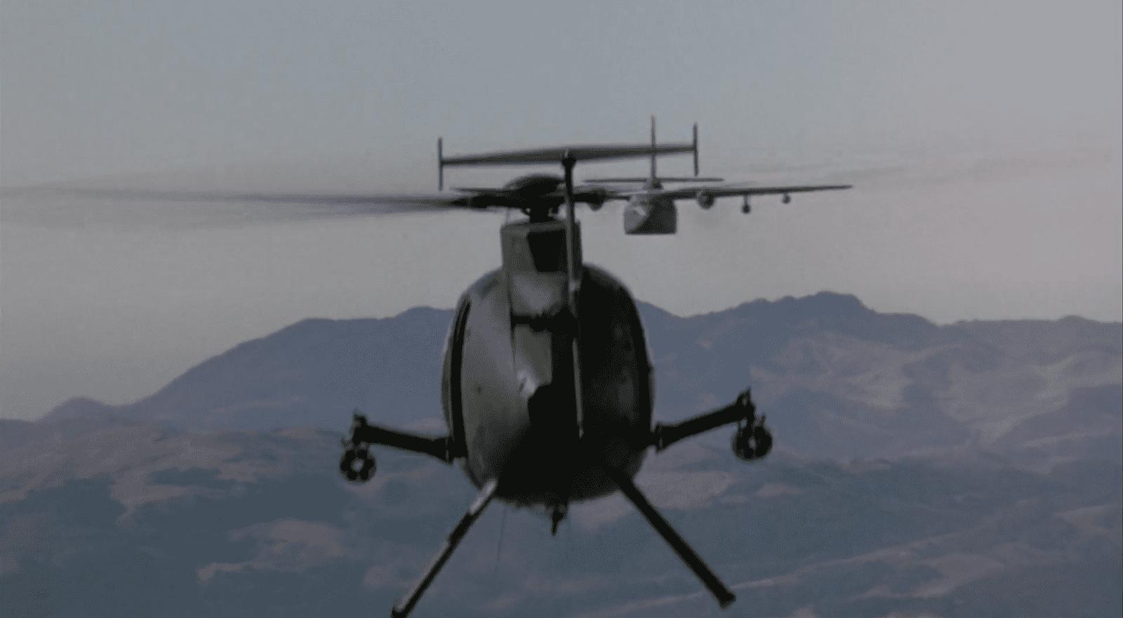 Heldenhaft stellt sich ein Helikopter in den Weg der vernichtenden Bombe. Filmstill aus Outbreak (Petersen 1995).