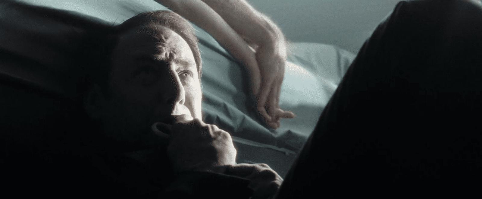 Der Mörder kurz vor seiner Tat. Filmstill aus Minority Report (Spielberg 2002).