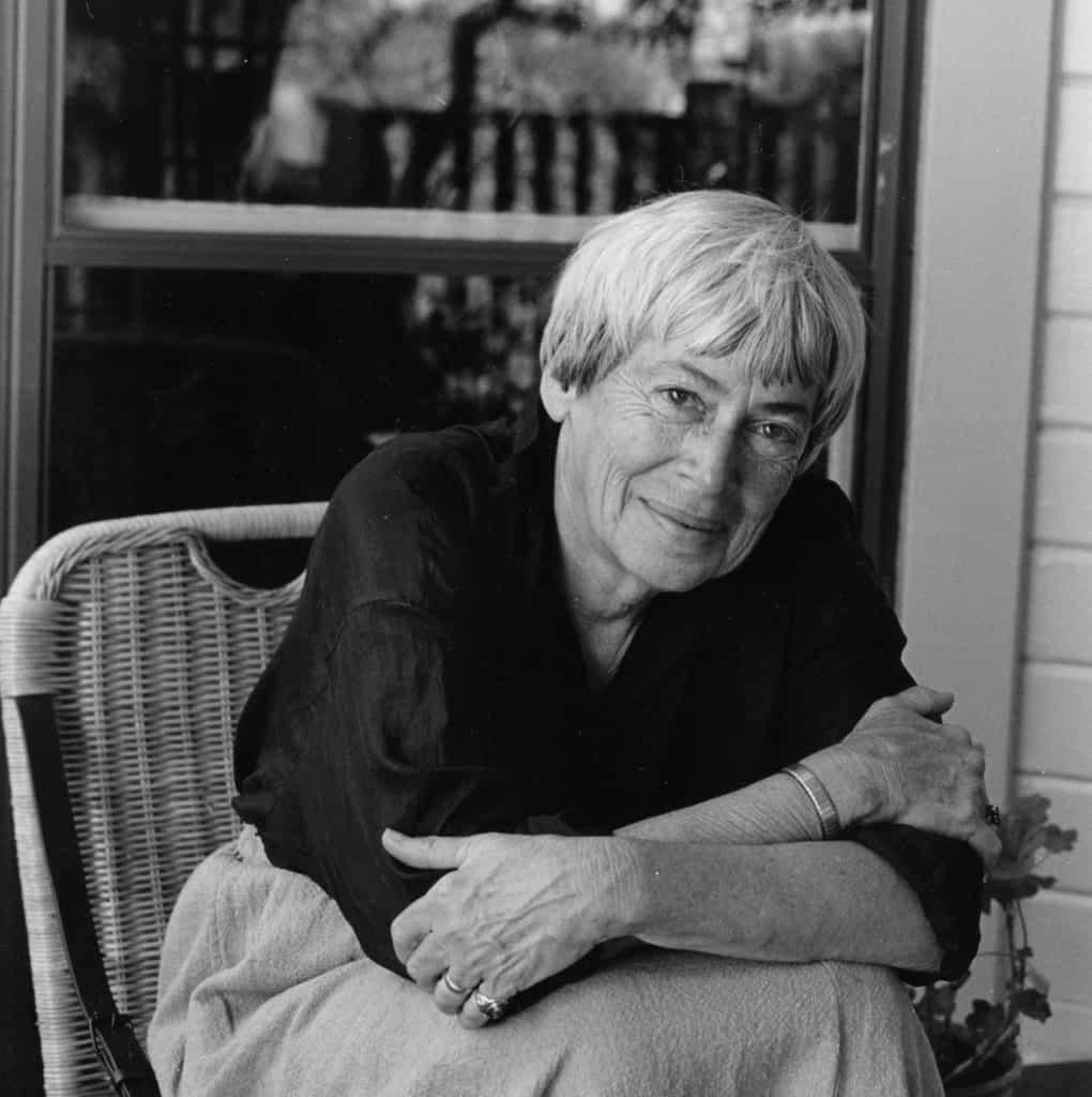 Ursula K. Le Guin verstarb 2018 in Portland, Oregon. Sie hinterließ 23 Romane, 12 Erzählbände, 11 Gedichtbände und zig Übersetzungen. Für ihr phantastisches Werk wurde sie mit den bedeutendsten Preisen für Science fiction ausgezeichnet, teils mehrfach (Foto: Photo Marian Wood Kolisch)
